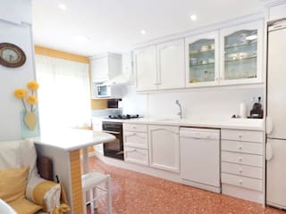 Classic style kitchen by MUDEYBA S.L. Classic