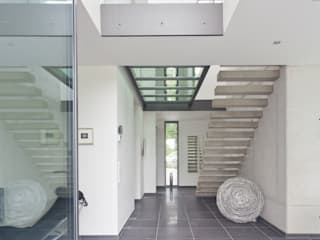 Modern Corridor, Hallway and Staircase by Beck+Blüm-Beck Architekten Modern