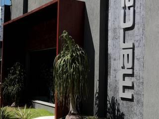โดย Carlos Otávio Arquitetura e Interiores โมเดิร์น