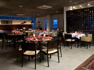 クラシカルなレストラン の Carlos Otávio Arquitetura e Interiores クラシック