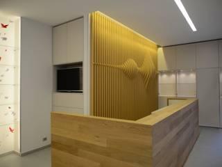 Lojas e Espaços comerciais minimalistas por ministudio architetti Minimalista