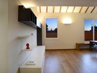 Sopra e sotto i tetti Soggiorno minimalista di ministudio architetti Minimalista