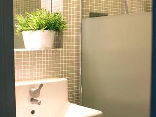 Maison de village - salle de bain: Salle de bains de style  par Koloré