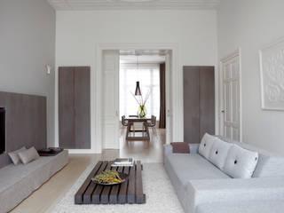 Herenhuis in Den Haag Moderne woonkamers van Remy Meijers Interieurarchitectuur Modern