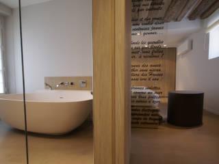 Ванная комната в стиле модерн от Atelier TO-AU Модерн