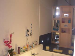 CASA PISCINA Baños de estilo moderno de B3 Interiorisme Moderno