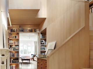 Book Tower House Platform 5 Architects LLP Couloir, entrée, escaliers modernes