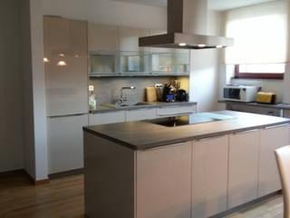 Privater Innenausbau: moderne Küche von Innenarchitekturbüro Jutta Scheld