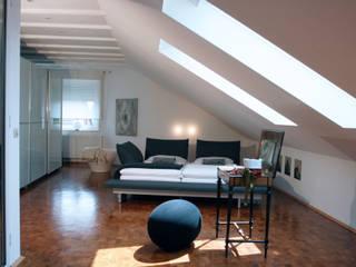 Privater Innenausbau: moderne Schlafzimmer von Innenarchitekturbüro Jutta Scheld