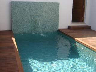 Piletas de estilo minimalista por Benjumea Arquitectos