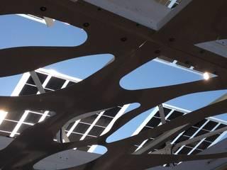 Clorophilla_PLUS Garage/Rimessa in stile mediterraneo di COFFICE Mediterraneo