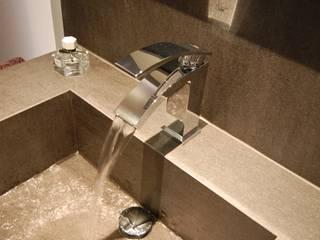 Banheiros  por Sebastián Bayona Bayeltecnics Design , Minimalista