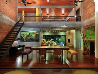 Rumah mampan berfungsi and menjimatkan wang Tropical style living room by Elaine Wall Tropical