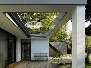 Modern Terrace by scoopstudio Modern