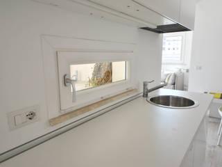 Minimalist kitchen by Formaementis Minimalist