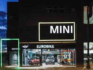Concessionnaires automobiles minimalistes par RICARDOTRAMONTINA.ART Minimaliste