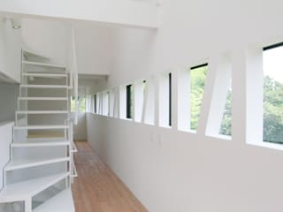 House of Nanakuniyama Modern Corridor, Hallway and Staircase by 株式会社小島真知建築設計事務所 / Masatomo Kojima Architects Modern