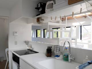 modern Kitchen by 株式会社小島真知建築設計事務所 / Masatomo Kojima Architects