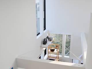 Living room 株式会社小島真知建築設計事務所 / Masatomo Kojima Architects Vestidores y placares de estilo moderno