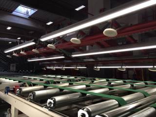 Industriebeleuchtung:  Geschäftsräume & Stores von KANDEM Leuchten GmbH