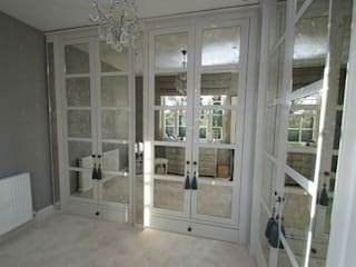 Bedrooms & Dressingrooms Vestidores y placares de estilo moderno de Mirrorworks, The Antique Mirror Glass Company Moderno