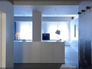 Piso en Komentu.. Salones de estilo moderno de Estudio TYL Moderno