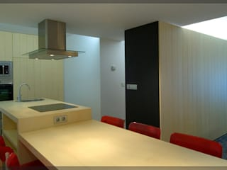 Apartamento en Juan de Itziar.. Cocinas de estilo moderno de Estudio TYL Moderno