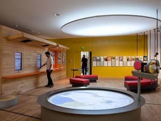 Maison du Lac, Bouaye. : Centre d'expositions de style  par arc-en-scène