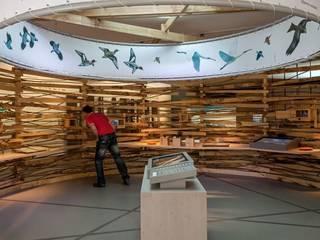 Le nid.: Centre d'expositions de style  par arc-en-scène