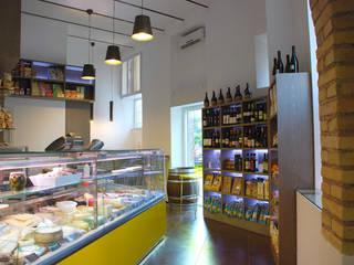 Gastronomia Romana: Negozi & Locali commerciali in stile  di COFFICE