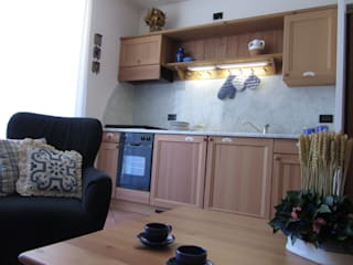 Casa in Valtellina: Cucina in stile in stile Classico di CS design studio