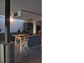 Cocinas de estilo moderno de jdArchitecture Moderno
