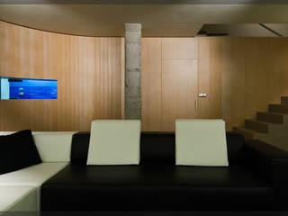 Casa en Goiuria.. Salones de estilo moderno de Estudio TYL Moderno