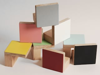WOODEN WALL HOOKS, SQUARE DESIGN, PLAIN COLOURS por chocolate creative Moderno