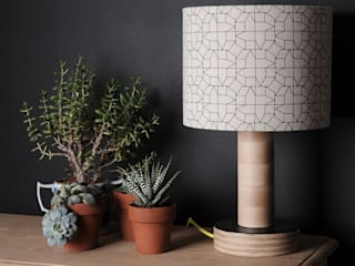 LAMPSHADE – GEOMETRIC CASAS DESIGN IN BLACK por chocolate creative Moderno