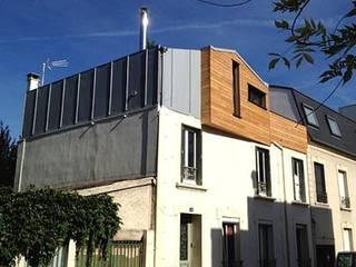 Architecture originale pour un immeuble surélevé en ossature bois avec terrasse sur le toît:  de style  par Philippe Gobin Architecte