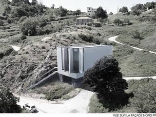 VILLA O: Maisons de style  par Wen Qian ZHU Architecture