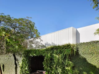 現代房屋設計點子、靈感 & 圖片 根據 Gisele Taranto Arquitetura 現代風