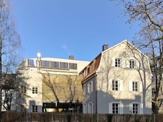 Gartenansicht mit neuem Zwischenbau : ausgefallene Häuser von peter glöckner   architektur