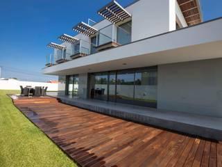 Atelier d'Arquitetura Lopes da Costa Modern houses
