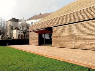 Salle de réception a Chauffailles Centre d'expositions modernes par Gerald Lafond architecte Moderne