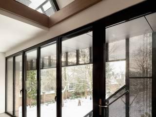 Modern windows & doors by Mirck Architecture Modern