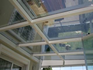 Enda Yapı – cam çatı: modern tarz Balkon, Veranda & Teras