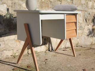 """""""Martin"""" : Superbe bureau vintage aux lignes scandinaves:  de style  par Sérénisse"""