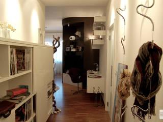 Pasillos, vestíbulos y escaleras minimalistas de Studio Sabatino Architetto Minimalista