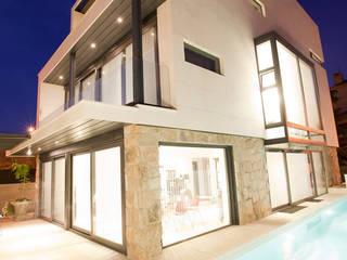 Maisons modernes par IPUNTO INTERIORISMO Moderne