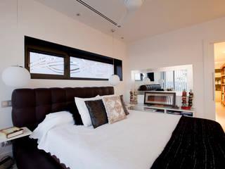 Chambre moderne par IPUNTO INTERIORISMO Moderne
