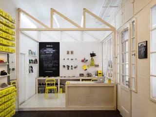 Botas shoes showroom by studio deFORM Minimalist