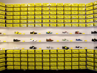 Botas shoes showroom Minimalist conference centres by studio deFORM Minimalist
