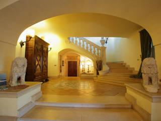Pasillos y vestíbulos de estilo  de Architetto Giuseppe Prato, Clásico